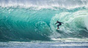 wave 1246560 12801 compressed 300x164 - ¡El arte de surfear por la vida!