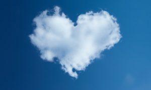 nube en forma de corazón