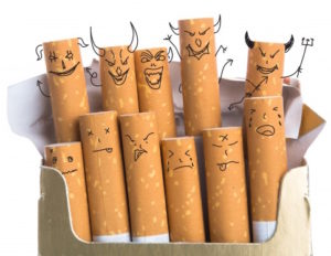 cigarros con caras diabolicas dibujadas 1232 912 300x232 - Deja de Fumar