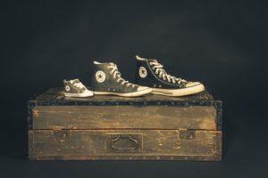 Zapatillas diferentes 300x200 - Zapatillas diferentes