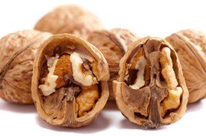 walnuts 2312506 640 300x199 - walnuts-2312506_640