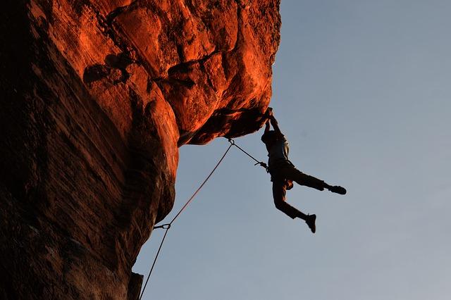 climbing 2264698 640 - Tratar con Personas Conflictivas, 10 reglas de Oro